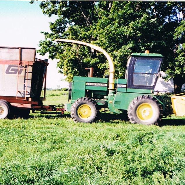 JD 5730 harvester