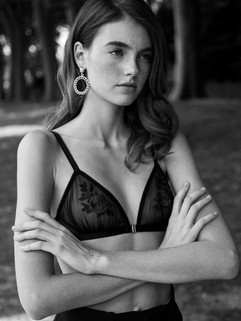 Foto: Prissiliya Junewin Model: Celine Bethmann Make-up / Haarstyling: Isabella