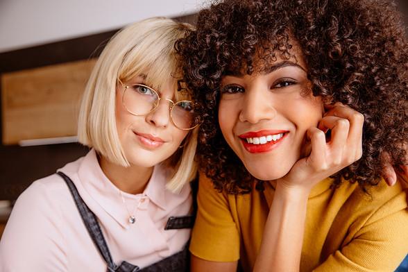 Foto: David Straßburger Model: v.l.n.r. Julia, Nadege Make-up/Hair: sabella Kirchner Fashionstyling: Sandra Fröhlich