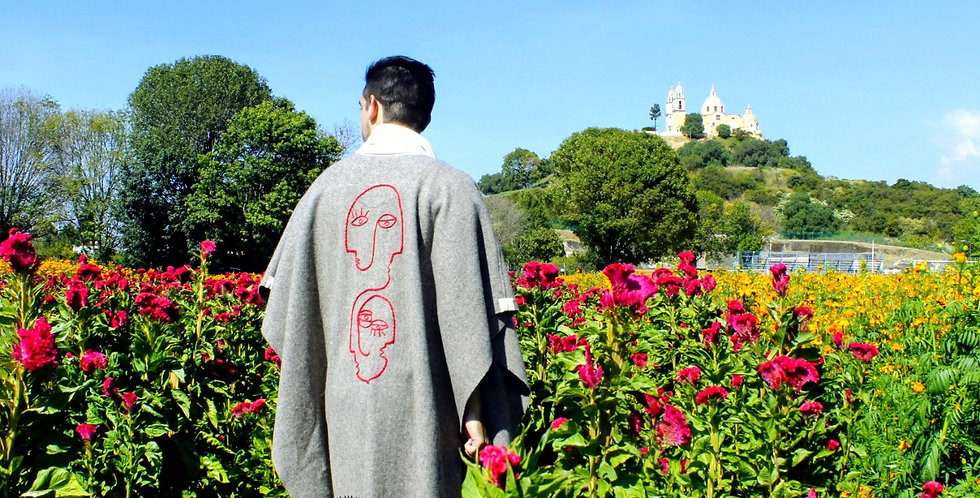 Poncho lana bordado CARAS