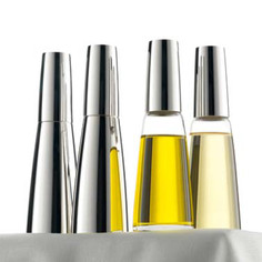 Menage: Pfeffer- und Salzmühle, Essig und Öl