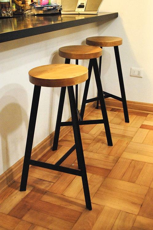 Taburete Industrial c/asiento en madera nativa.