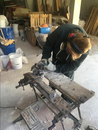 decochage des pieces en bronze