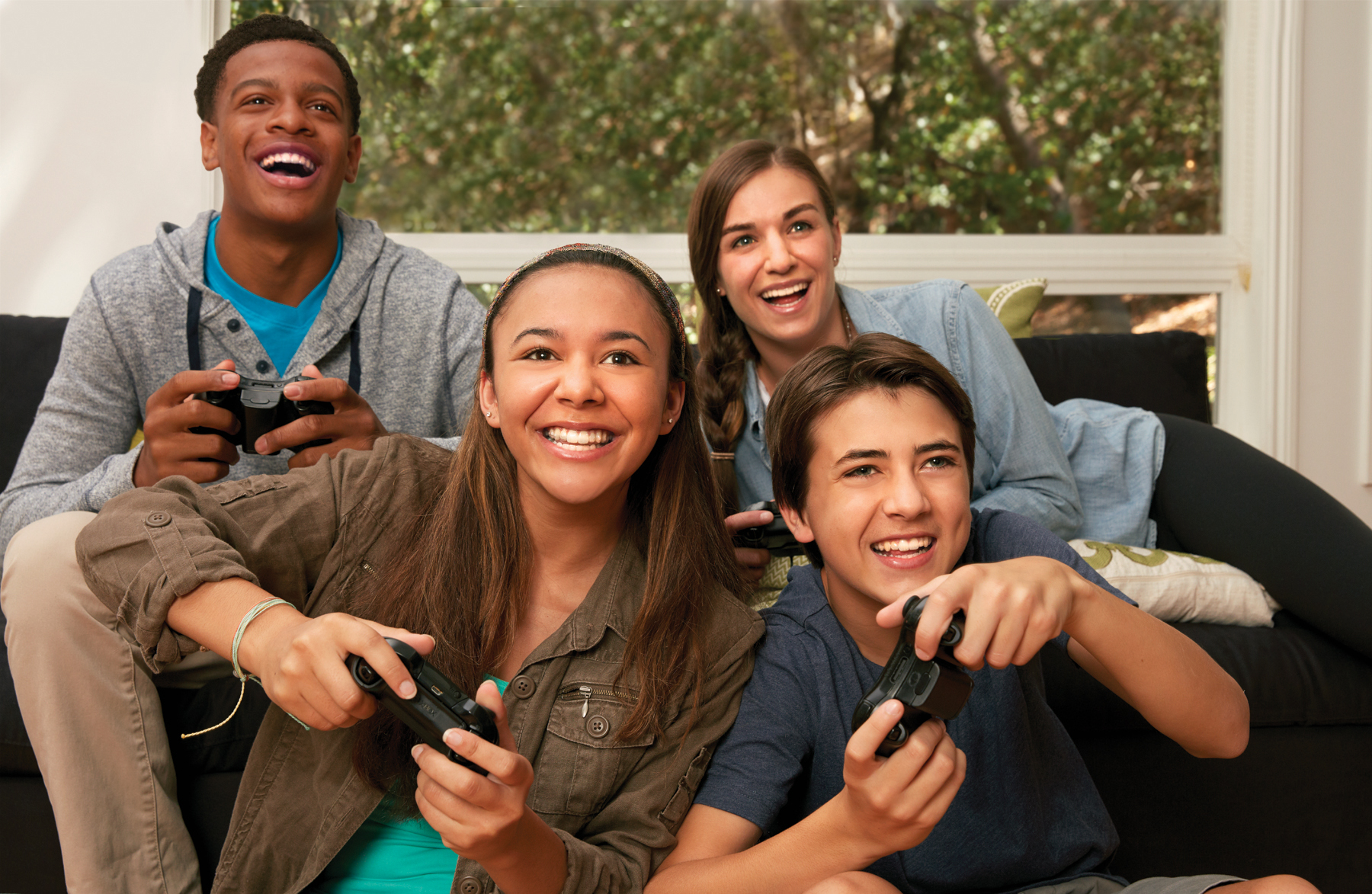 4teens_gaming2_LR.jpg_9_14_2016_1_57_58_PM