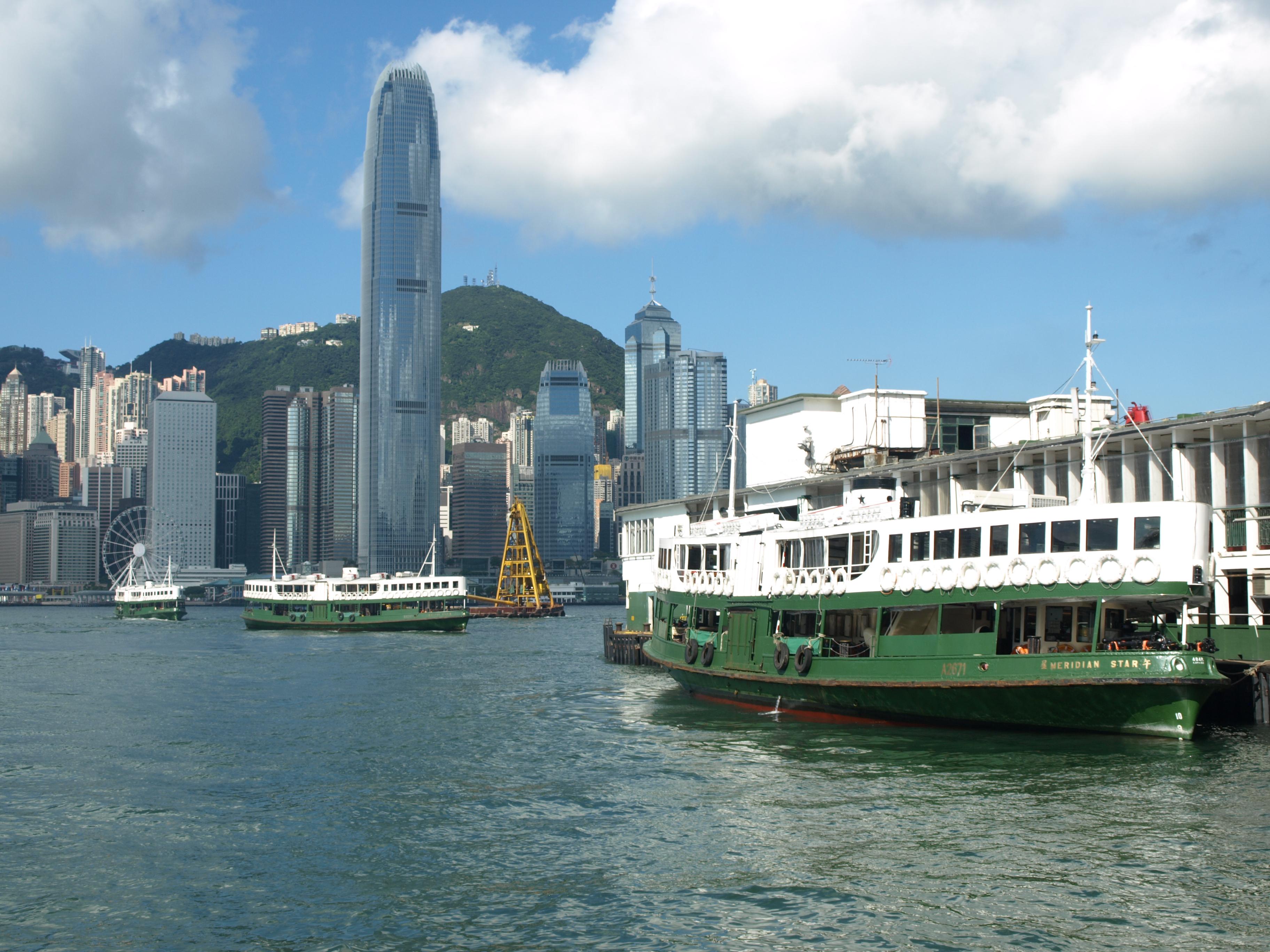 Hong Kong Skyline grünes Schiff