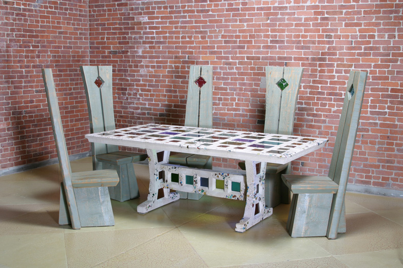 Chicago-Table-with-chairs