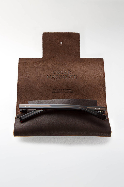 leather_case_brown_open.jpg