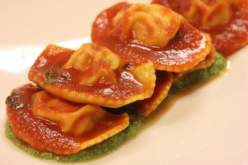 Mezzaluna al salmone con pomodoro e basilico