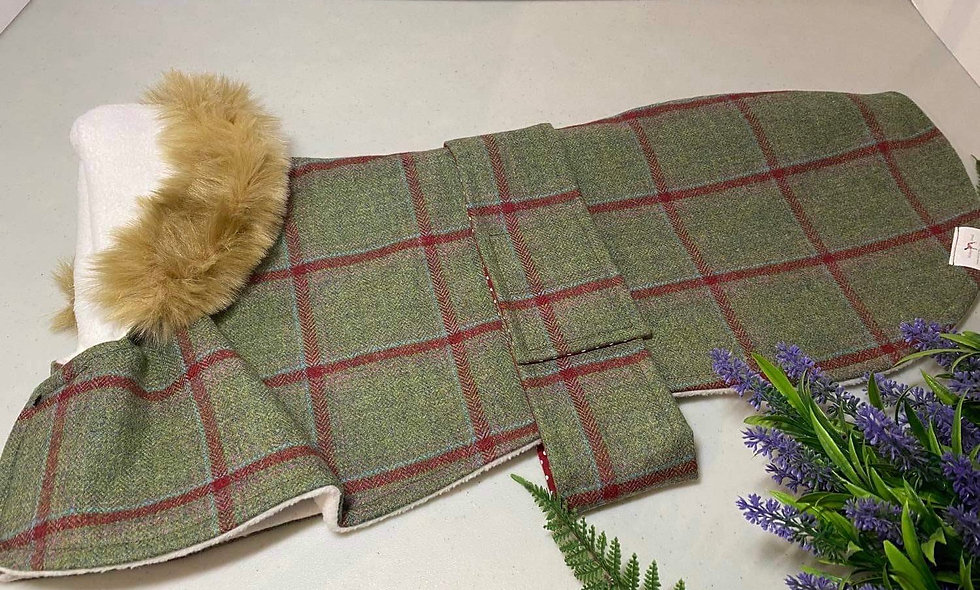 STRAWBERRY TWEED WHIPPET COAT 22 inch