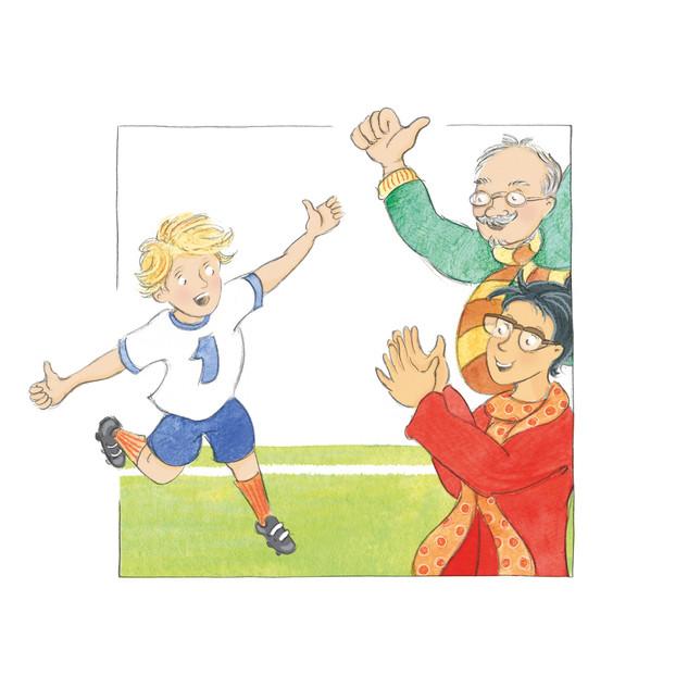 """Altijd voetbal  Behalve de babyjongetjes voetballen ze allemaal, onze kleinzoons. Hun overgrootvader, destijds een van de oprichters van onze voetbalclub, had zijn nakroost eens moeten kunnen zien… Zijn achterkleinkinderen spelen de sterren van de hemel; doordeweeks twee trainingen, zaterdags een wedstrijd. Hun hele bestaan staat bol van voetbal en de vaders en moeders zijn er maar wat druk mee. Heerlijk dat er dan zoiets bestaat als een zomerstop. Even geen amechtig gehaast bij het avondeten, even ademhalen als gezin.  Helaas, tegelijk met de zomerzon verdampt die weldadige voetbalpauze. En meteen bij aanvang van het nieuwe seizoen moet Jacob vanwege een tekort aan taxichauffeurs dochter Isabel assisteren bij het haal-breng ritueel. Tot zijn vreugde overigens. Langs de lijn houden ze samen de prestaties van kleinzoon Martien nauwlettend in het oog. Volgens alle neefjes is dit de sterspeler van de familie. En wat blijkt: hij ìs de ster. Vandaag is hij topscorer. Als een ware professional keert hij zich na elk doelpunt naar de toeschouwers en rent met opgestoken duimen langs het publiek. Na afloop zegt de trainer tegen Jacob: """"Zagen jullie dat wel? Martien had alleen maar oog voor jullie!""""  Later, aan de koffie, zit Jacob nog na te genieten. """"In de auto zei hij al 'We gaan winnen opa! Ik ga héééel goed mijn best doen'. Dat had je mee moeten maken… Het leek wel alsof hij alleen voor ons voetbalde."""" Ik zie het tafereeltje voor me, die trotse opa, de verwachtingsvolle blik van onze kleinzoon. Vertederd zeg ik: """"Kinderen willen dat ouders trots op hen zijn.""""  Zijn neef Gabriël, die bij ons aan tafel zit, luistert aandachtig. """"Ik kan ook goed voetballen"""", zegt hij en verhaalt over zijn eigen heldendaden op het veld, zoals die prachtige sliding laatst. """"Fenomenaal was dat"""" zegt hij zonder ook maar een moment met zijn ogen te knipperen. Wie praat hij hier na? """"Ik hoor het al"""", concludeer ik, """"jouw papa is ook trots op jou."""" En met een aai over zijn witte bolletje: """"Ik ken o"""