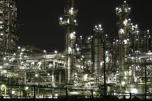 Night_industrial_area_-_panoramio.jpg