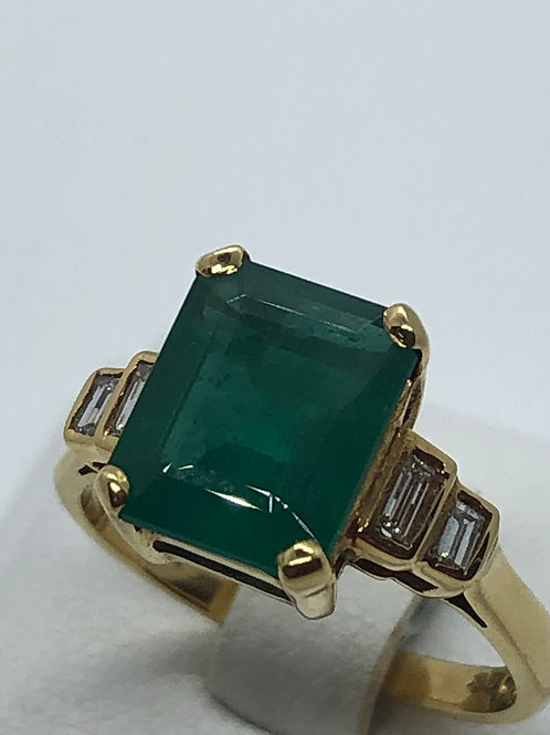 18ct Yellow Gold Diamond Emerald Ring