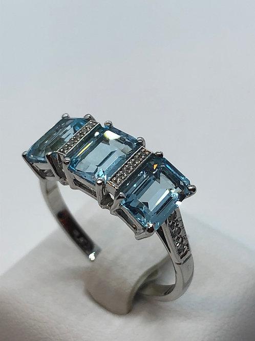 Platinum Diamond Aquamarine Ring