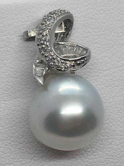 18ct White Gold South Sea Pearl Diamond pendant