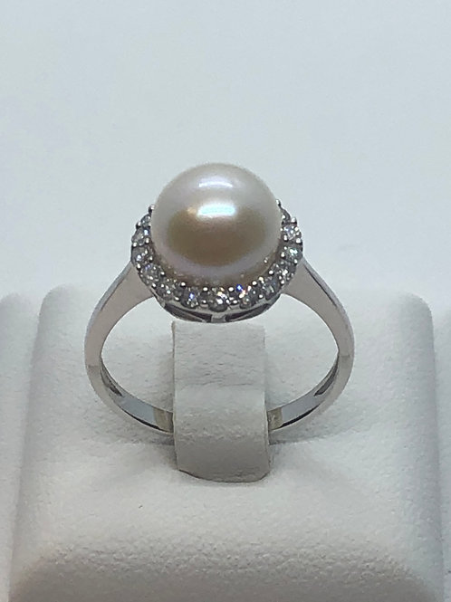 18ct White Gold Pearl Diamond Ring