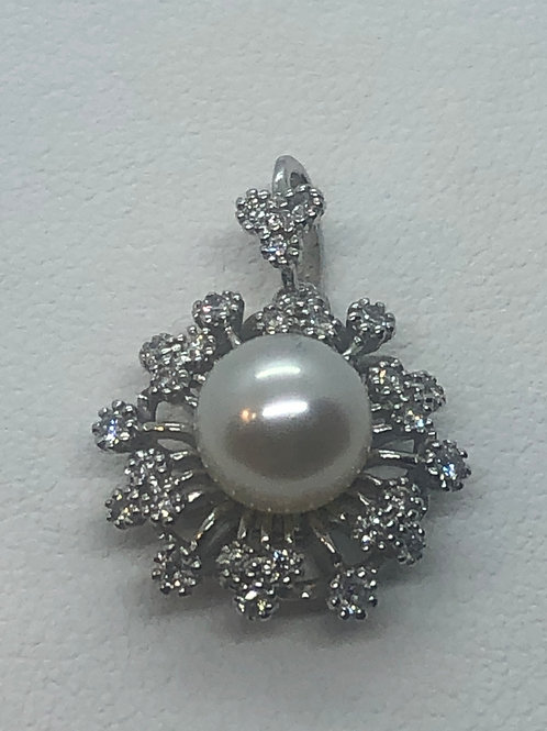 18ct White Gold Pearl Diamond Pendant