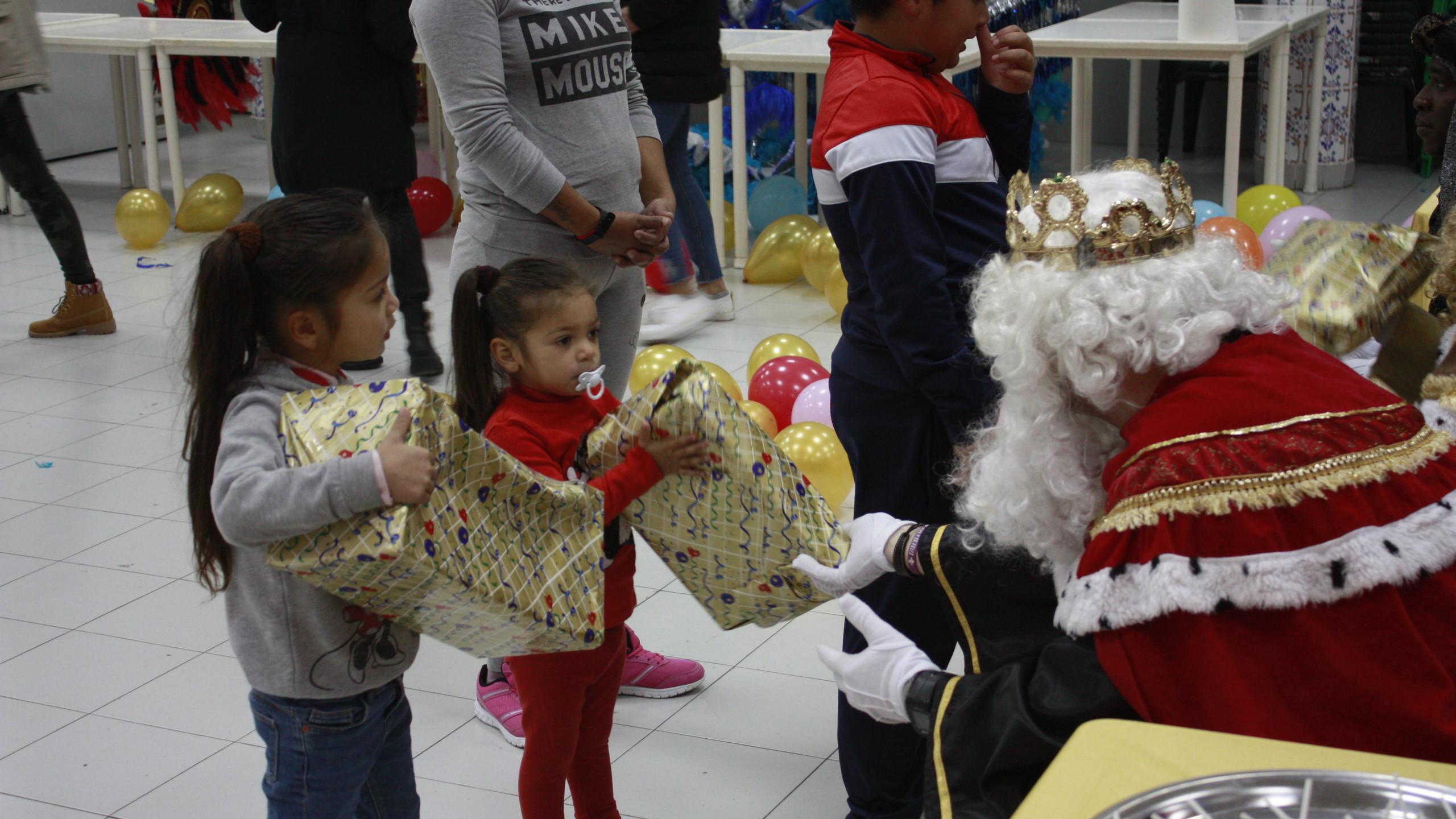 Empiezan a recibir regalos