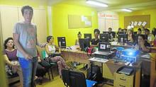 La Politécnica imparte talleres a vecinos de Los Mateos sobre endeudamiento familiar