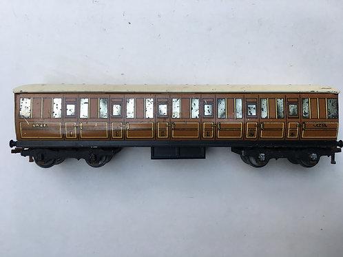 32010 LNER TEAK 1ST / 3RD COACH 42759