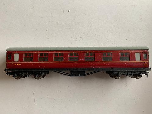 32022 D22 CORRIDOR COACH MAROON M4193 - 3-rail