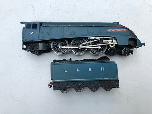 L.N.E.R. 4-6-2 SIR NIGEL GRESLEY LOCOMOTIVE & TENDER - 2-RAIL