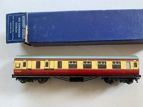 32018 D12 CORRIDOR COACH L.M.R. BRAKE / 3RD M26133 BOXED 12/1952