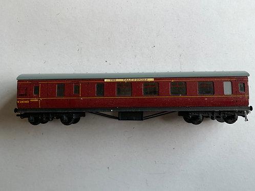 32023 D22 CORRIDOR BRAKE/2ND COACH M26143 - CALEDONIAN HEADBOARDS - 2 or 3 Rail