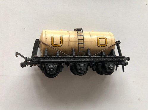 4657 UNITED DAIRIES UD TANK WAGON (converter wagon)