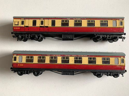 32017 & 32018 D12 CORRIDOR COACHES L.M.R. M4183 & M26133 -THE TALISMAN HEADBOARD