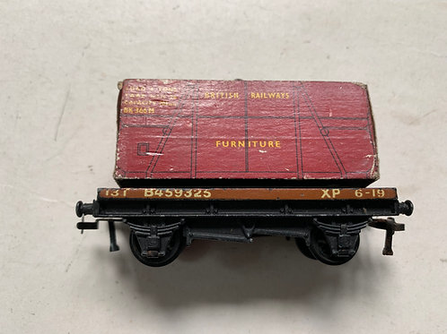 4647 LOW SIDED WAGON WITH FURNITURE LOAD (metal couplings) - UNBOXED