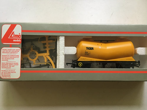 305607A TIGER YELLOW PCA TANKER WAGON