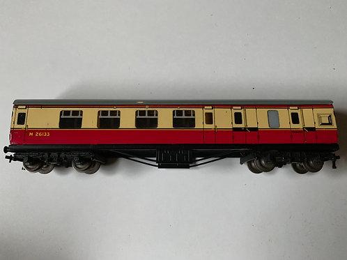 32018 D12 CORRIDOR COACH L.M.R. BRAKE / 3RD M26133 - 3-RAIL
