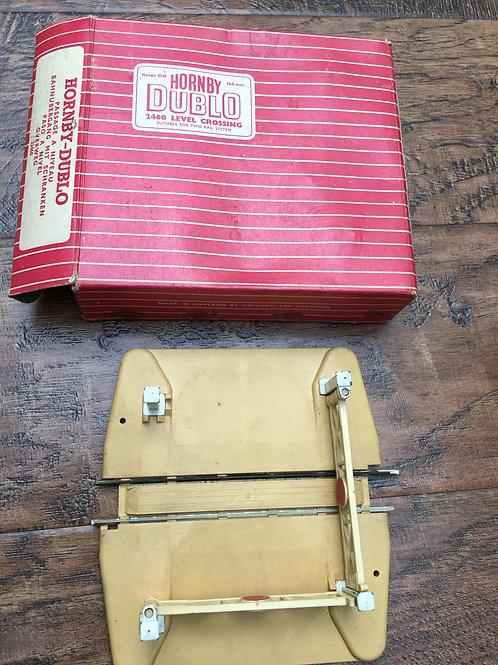 2460 2-RAIL LEVEL CROSSING BOXED
