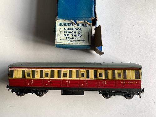32013 D11 CORRIDOR COACH B.R. 1st/3rd E42759E - BOXED 9/1950