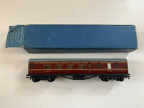 32016 D3 CORRIDOR COACH L.M.S. BRAKE/3rd 26133 BOXED 4/1951 - 2OR3 RAIL