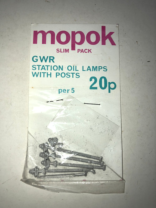 MOPOK - G.W.R. STATION OIL LAMPS WITH POSTS