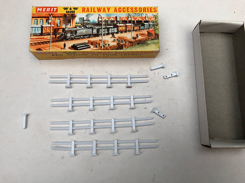 MERIT 5027 POST & RAIL FENCING (8 PIECES)
