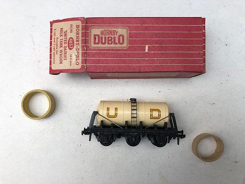 4657 UNITED DAIRIES UD TANK WAGON (plastic couplings)