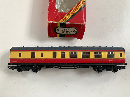 R.438 BR RED & CUSTARD BRAKE / 3RD COACH M26545