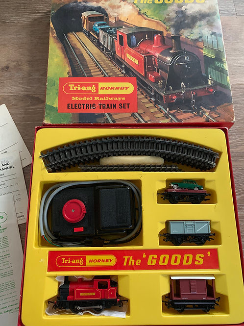 RS.11 THE GOODS INDUSTRIAL TANK (POLLY) TRAIN SET