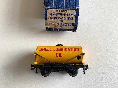 32082 SHELL OIL TANK WAGON BOXED - 3 RAIL