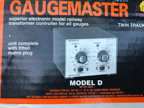 GAUGEMASTER MODEL D TWIN TRACK CONTROLLER