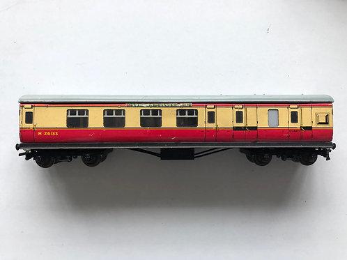 32018 D12 CORRIDOR COACH L.M.R. BRAKE / 3RD M26133 LONDON TO GLASGOW