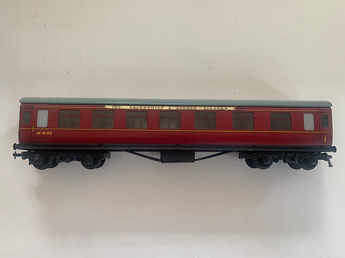 32022 D22 CORRIDOR COACH MAROON M4193 2 or 3 RAIL - THE CALEDONIAN HEADBOARD