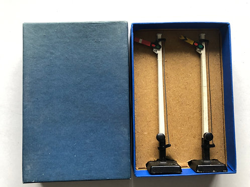 32130 D1 SIGNALS, SINGLE ARM UPPER QUADRANT - BOXED