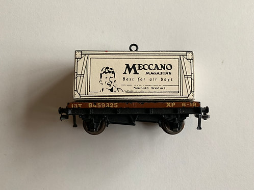 32085 D1 LOW SIDED WAGON WITH MECCANO MAGAZINE CONTAINER LOAD