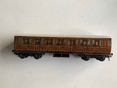 32012 LNER TEAK BRAKE 3RD CLASS COACH 45401 - 2 or 3 RAIL