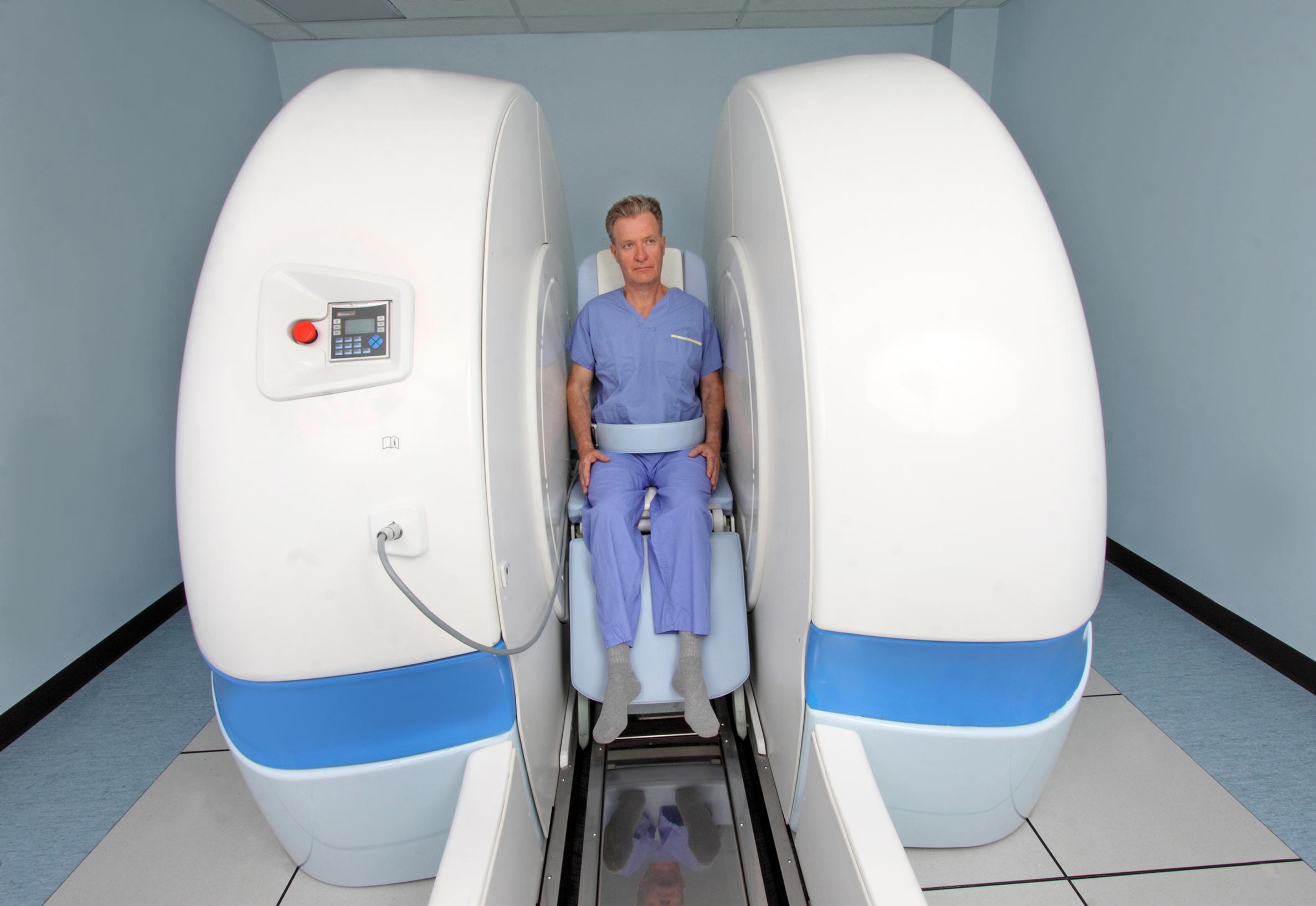 Seated hip/pelvic organ scan