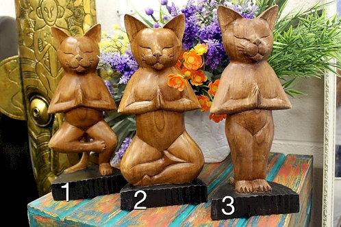 Дървена йога котка