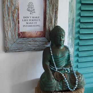 Boeddha met mala.jpg